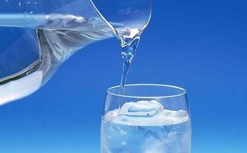 Người mắc bệnh thận cũng được khuyên rằng không nên lạm dụng nước khoáng