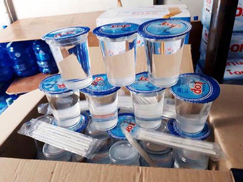 Mỗi ly nước uống đều được tặng kèm ống hút đem đến sự tiện lợi cho người dùng