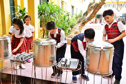 Các trường học cần phải hết sức thận trọng khi lựa chọn nguồn nước uống cho học sinh