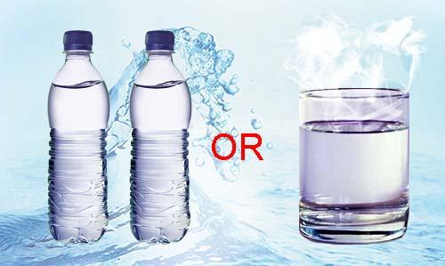Nên sử dụng nước khoáng đóng chai hay nước đun sôi?