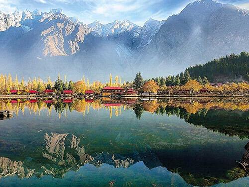 Thung lũng Hunza ở phía Tây Bắc của dãy Himalaya